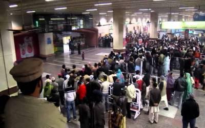 لاہور ائیرپورٹ: پروازیں تاخیر کا شکار،مسافرخوار