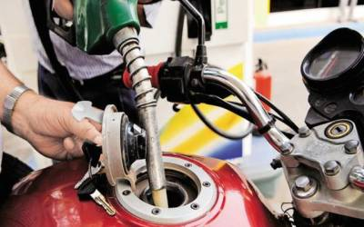 عالمی مارکیٹ میں سستا، پاکستان میں پٹرول مہنگا