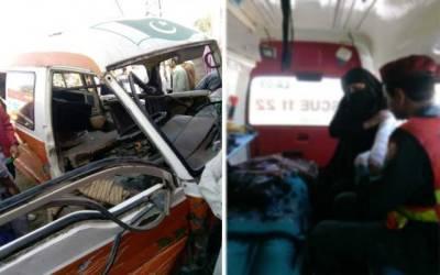 بھوبتیاں چوک پر مسافر وین دیوار سے ٹکرا گئی، 8 افراد زخمی