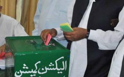 دس ہزار دے کر کہتے ہیں اس میں پورا الیکشن کروادیں: ڈی آر او