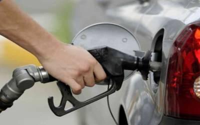 پٹرول کی قیمت میں ایک ساتھ اتنابڑا اضافہ۔۔پاکستانی سر پکڑ کر بیٹھ گئے