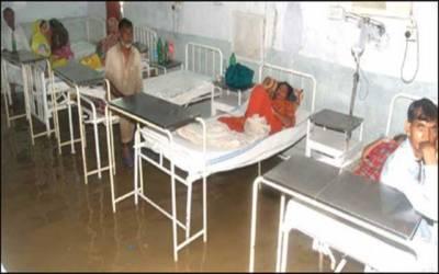 ابر رحمت ''زحمت'' لاہور کے ہسپتال بھی ڈوب گئے