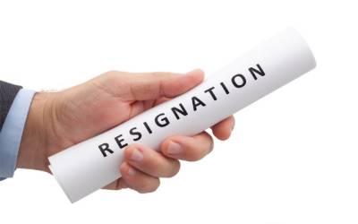 نئی حکومت کا خوف یا کچھ اور؟ پنجاب میں استعفوں کی جھڑی لگ گئی