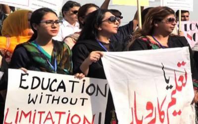 تعلیمی اداروں نے حکومتی احکامات ہوامیں اڑا دیئے،والدین سراپا احتجاج