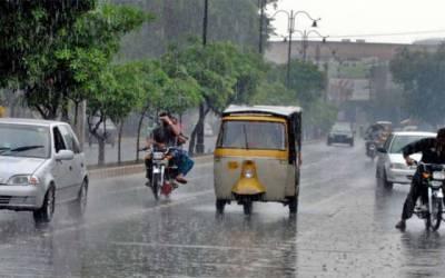 لاہور میں موسلادھار بارش سےموسم خوشگوار، گرمی کی چھٹی ہوگئی
