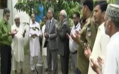 جج رفاقت علی گوندل نےسیشن کورٹ لاہور میں پودا لگا کر شجر کاری مہم کا افتتاح کر دیا