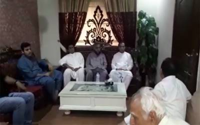 ایاز صادق کی وحید گل کے گھر آمد، والد کی وفات پر تعزیت کی