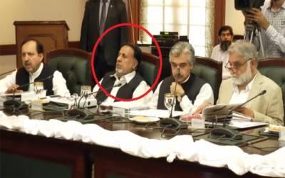 جاگتے رہو کی صدائیں لگانے والے محمود الرشید اجلاس میں خود سو گئے