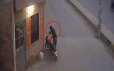 موٹر سائیکل چوری کی واردات، فوٹیج سٹی فورٹی ٹو نے حاصل کر لی