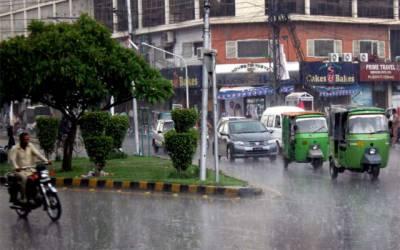 لاہور میں بارش کہیں ابر رحمت ، تو کہیں زحمت بن گئی