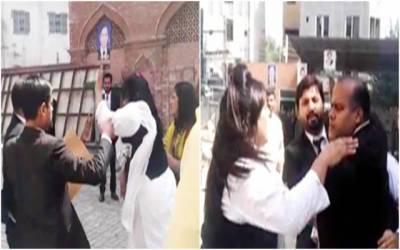 نیب لاہورعدالت کے باہر خواتین وکلاء نے مرد وکیل کی پٹائی کر دی