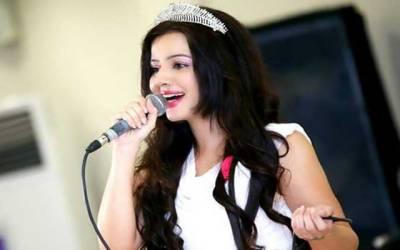 پاکستان کی خوبرو معروف گلوکارہ رابی پیرزادہ کا نیا گانا ریلیز