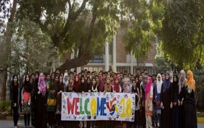 یو ای ٹی کے طلباء کا جونیئرز کو خوش آمدید کرنے کا منفرد انداز