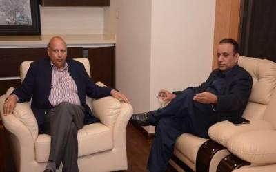 گورنر پنجاب چودھری سرور اور علیم خان نے سر جوڑ لیے