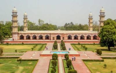 مقبرہ نواب آصف خان محکمہ آثار قدیمہ کی توجہ کا منتظر