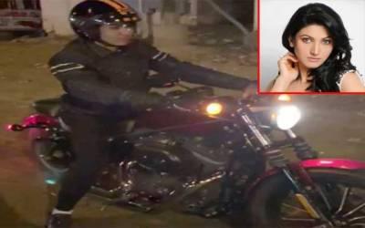 اداکارہ ثناء نے ہیوی بائیک چلانا سیکھ لی