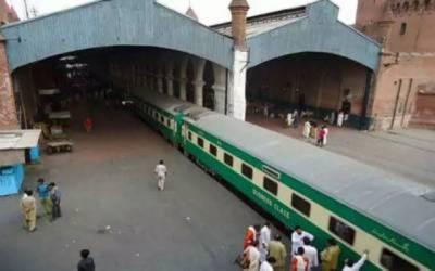 ٹرینوں کا شیڈیول متاثر، عوام کو مشکلات کا سامنا