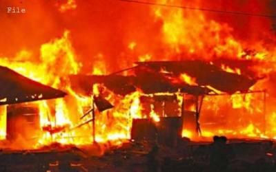 لاہور کی فرنیچر مارکیٹ میں خوفناک آتشزدگی، 40 دکانیں جل گئیں