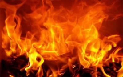 اقبال ٹاؤن، آگ نے 5 بچوں کے سر سے والدین کا سایہ چھین لیا
