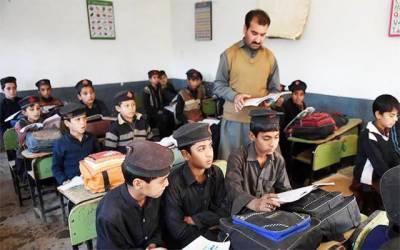 سکولوں میں اساتذہ پر بڑی پابندی لگ گئی