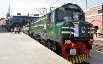 لاہور اسٹیشن سے پہلی نان سٹاپ ٹرین جناح ایکسپریس کراچی کیلئے روانہ
