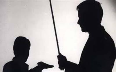 استاد کا نویں جماعت کے طالب علم پر تشدد