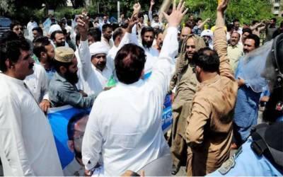 آل پاکستان کلرک ایسوسی ایشن کے ورکرز کا پنجاب اسمبلی کے سامنےاحتجاجی مظاہرہ