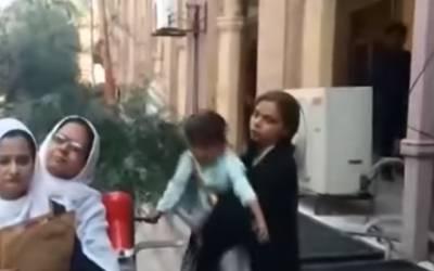 میاں بیوی کی لڑائی میں دربدر ہونیوالا معصوم بچہ ماں کے حوالے