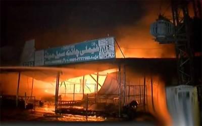 ماڈل ٹاؤن،چائنہ سیل میلہ میں آتشزدگی، 20 دکانیں جل گئیں