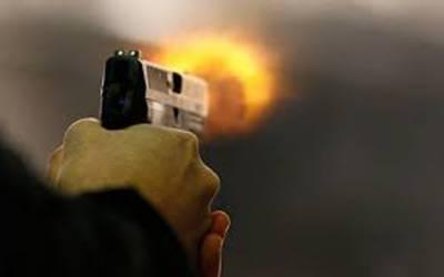 چھت پر کپڑے ڈالنے دوران فائرنگ، ایک شخص ہلاک چار خواتین زخمی