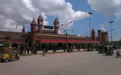 لاہور ریلوے اسٹیشن کی حالت شیخ رشید کے بلندوبانگ دعوؤں پر سوالیہ نشان بن گئی