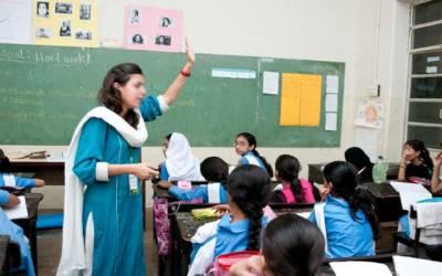 نئے پاکستان میں استاد کی تنخواہ مزدور سے بھی کم