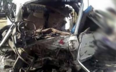 ملتان روڈ پر مسافر وین اور تیز رفتاری گاڑی میں تصادم