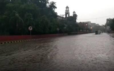 بارش کہیں رحمت اور کہیں زحمت، سپریم کورٹ رجسٹری کے باہر پانی جمع
