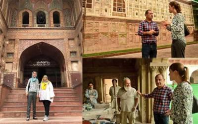 جرمن ایمبیسی کی ثقافتی اتاشی کرسٹین کا شاہی قلعے اور مسجد وزیر خان کا دورہ