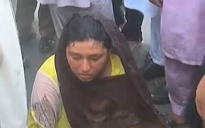 بچے کے علاج میں تاخیر پر ممتا سراپا احتجاج