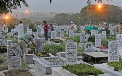 یوم عاشور، لاہوریوں کی بڑی تعداد شہر خاموشاں پہنچ گئی