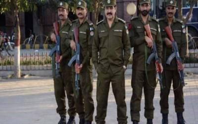 لاہور پولیس اسلحہ کی نمائش اور غیر قانونی استعمال نہ روک سکی