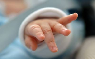 ہسپتال کے واش روم میں بچے کا جنم، ماں کی نومولود کو مارنے کی کوشش