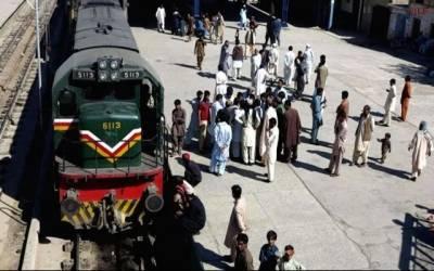 ریلوے انتظامیہ نے مسافروں کی زندگیاں داؤ پر لگا دیں، اہم خبر آگئی