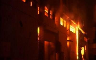سگیاں، کاغذ بنانے والی فیکٹری کے گودام میں آگ بھڑک اٹھی