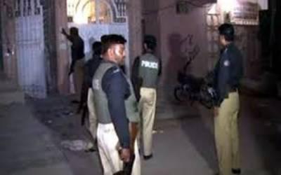 پولیس کا شادی والے گھر چھاپہ، بھائی سمیت تین بہنیں گرفتار
