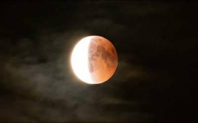 پاکستان سمیت دنیا کے مختلف ممالک میں چاند گرہن