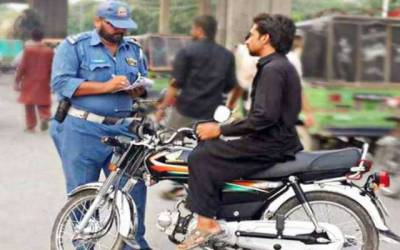 متوسط طبقے کی سواری ٹریفک پولیس کے نشانے پر