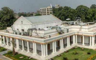 پنجاب کے بیوروکریٹس سکیورٹی اہلکاروں کے سامنے بے بس