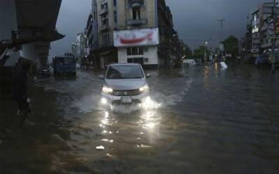 بارش سے اہم شاہراہیں ندی نالوں میں تبدیل