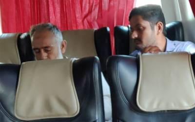 دوران سفر بزرگ مسافر کی طبیعت خراب،ساتھی مسافروں نے انسانیت کی عظیم مثال قائم کردی