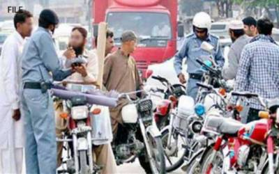 غریب کی سواری موٹرسائیکل ٹریفک پولیس کے نشانے پر
