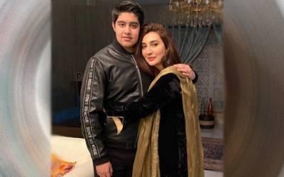 سابقہ اداکارہ عائشہ خان کیساتھ تصویر میں کون؟مداح حیران