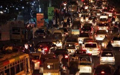 بدترین ٹریفک جام، گاڑیوں کی لمبی قطاریں